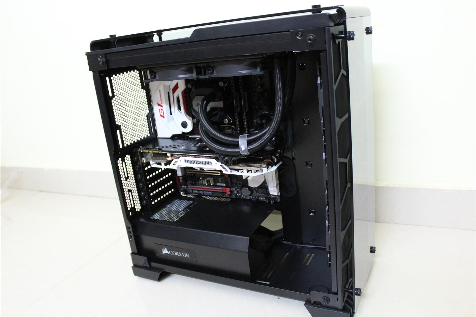 Corsair Crystal Series 570x Rgb Case Review Pc Tek Reviews Black One Thing That Catches My Attention As Can See The Psu Cover In This Needs Something To Big Opening Front And You