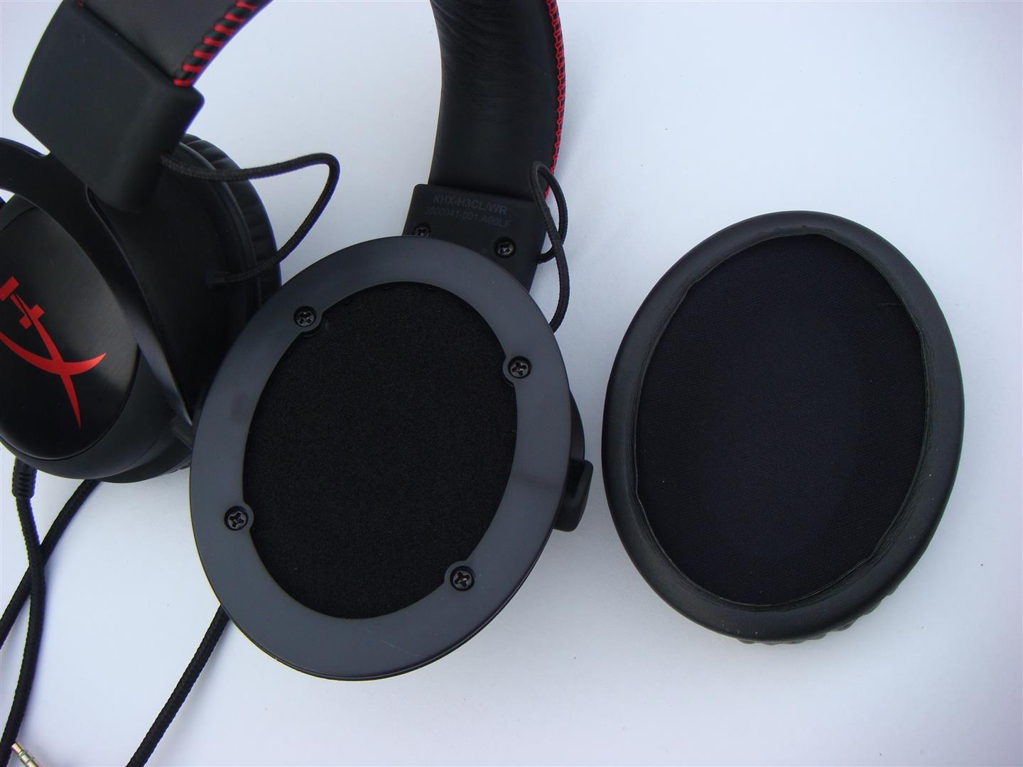 Kind of lining can you expect on the kingston hyperx cloud ii headset - Hyperx Cloud Pro Gaming Headset Comes With 53mm Drive With Neodymium Magnet Installed Inside The Ear Cups And Inside Of Ear Cup Is Lined With Special